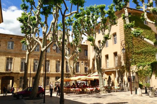 Two captivating Povencal cities: Avignon and Aix-en-Provence