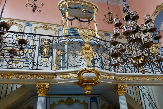"""Carpentras, the """"Jews of the Pope"""" & the 18th century Synagogue"""